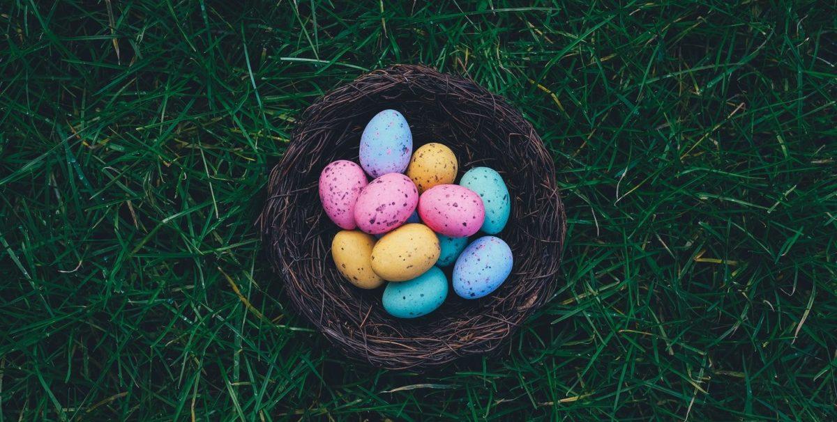 equinozio di primavera uova colorate rituali tarocchi